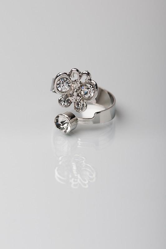 Маленький діамантовий метелик